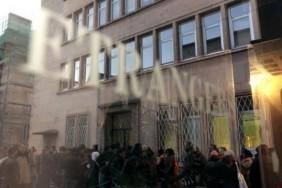 358386-des-immigres-font-la-queue-devant-les-bureaux-de-la-prefecture-de-caen-le-14-novembre-2011